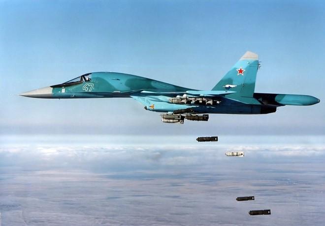 Tàu dầu Mỹ bị cài mìn, căng thẳng tột độ - Toàn bộ lực lượng Mỹ ở Trung Đông báo động Đỏ, B-52 xuất kích - Ảnh 1.