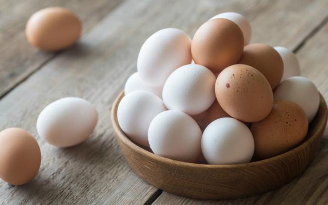 Ăn trứng gà hay trứng vịt tốt hơn: Chuyên gia dinh dưỡng đưa ra câu trả lời bất ngờ với nhiều người  - Ảnh 1.
