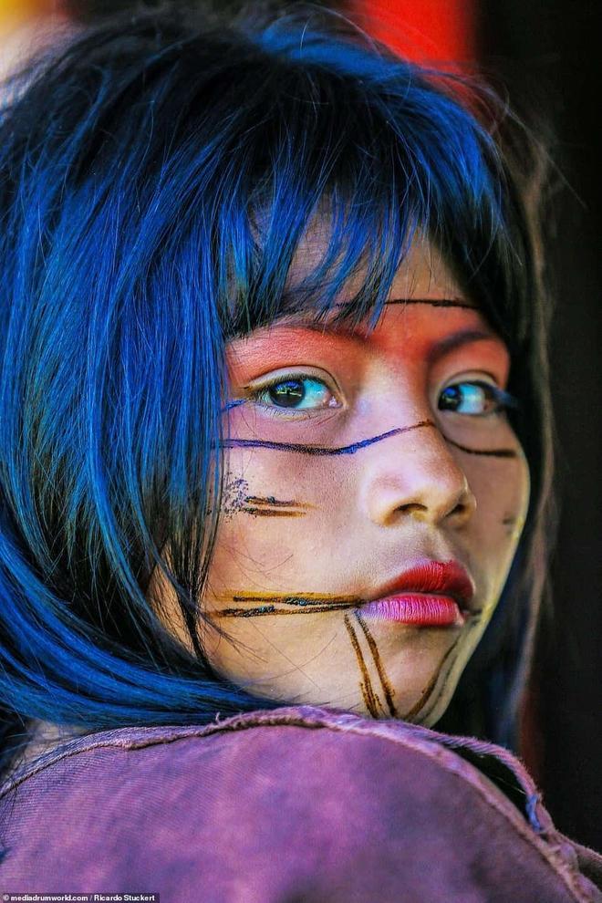 Ảnh độc đáo về các bộ lạc Vệ thần rừng Amazon - Ảnh 1.