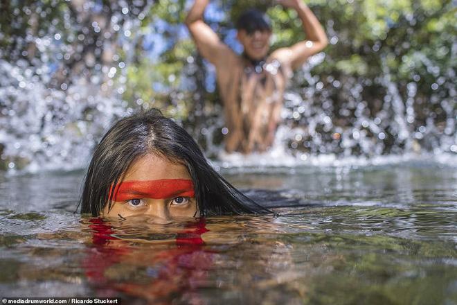 Ảnh độc đáo về các bộ lạc Vệ thần rừng Amazon - Ảnh 4.