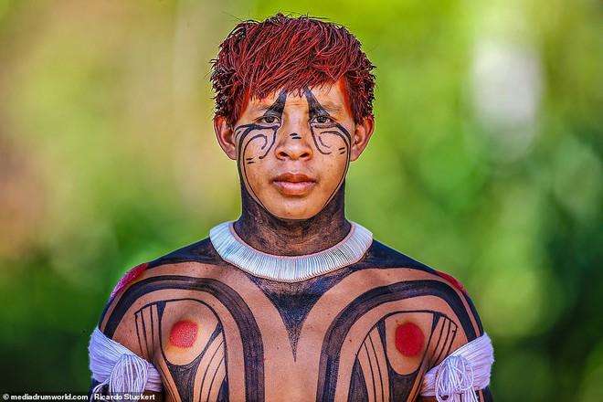 Ảnh độc đáo về các bộ lạc Vệ thần rừng Amazon - Ảnh 10.