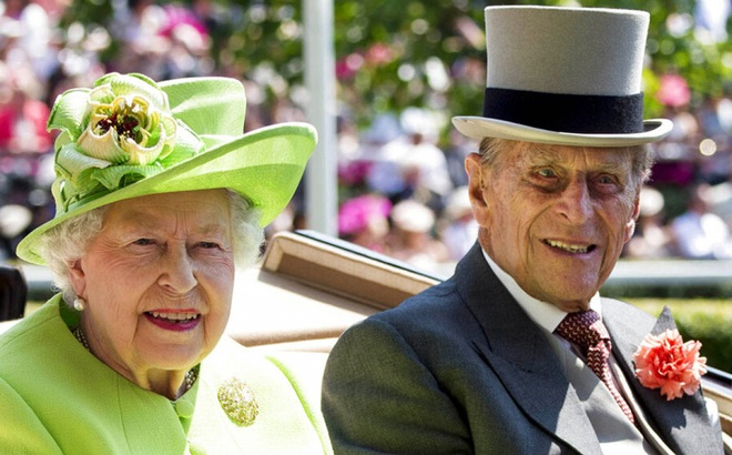Nữ hoàng Anh và hoàng thân được tiêm vaccine ngừa Covid-19