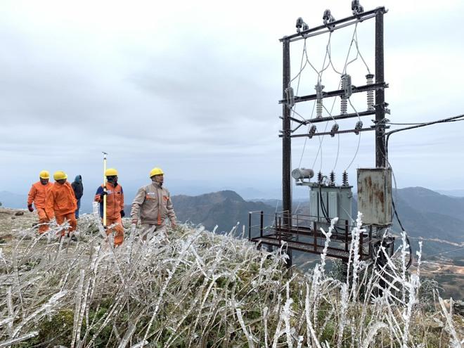 Giám đốc Đài Khí tượng Lào Cai thông tin mới nhất về mưa tuyết trong đêm nay ở Y Tý, Sa Pa - Ảnh 5.