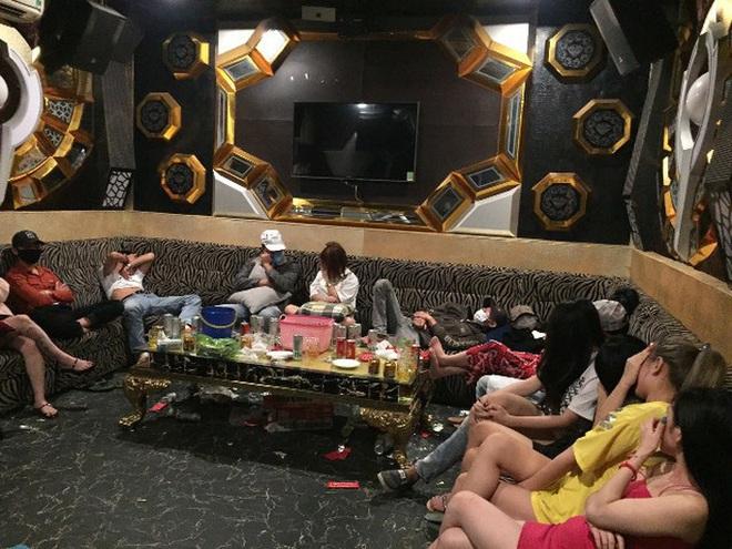 47 nam nữ phê ma túy trong quán karaoke ở Quảng Nam - Ảnh 4.