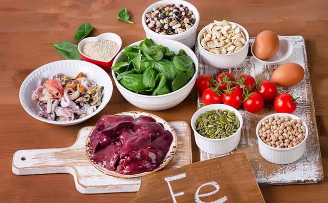 """Ăn nhiều hay ít quá đều không nên: Những dấu hiệu """"kêu cứu"""" khi cơ thể bạn bị thiếu chất"""
