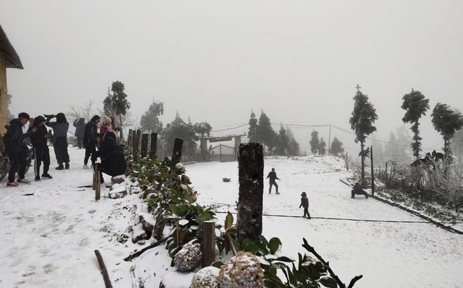 Giám đốc Đài Khí tượng Lào Cai thông tin mới nhất về mưa tuyết trong đêm nay ở Y Tý, Sa Pa