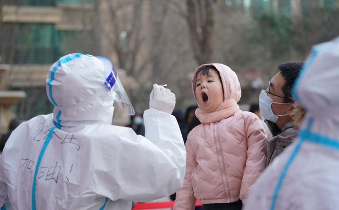 """Trung Quốc: Hà Bắc bùng phát mạnh dịch Covid-19, xuất hiện thế """"nhị long trị thủy"""""""