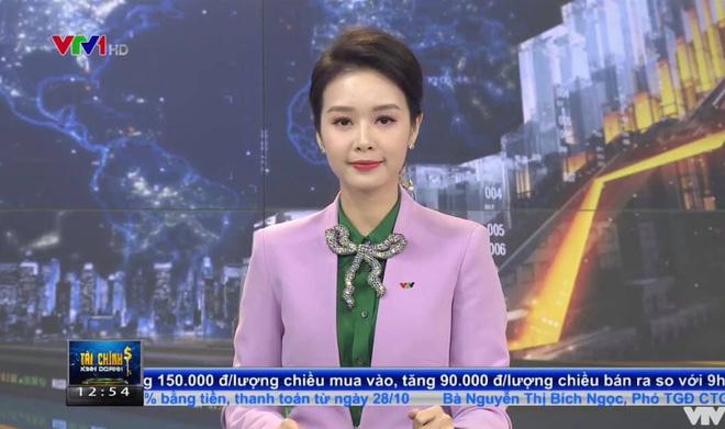Cận cảnh nhan sắc nữ MC VTV bị cắt sóng vì mặt quá trẻ con khi lên hình - Ảnh 2.