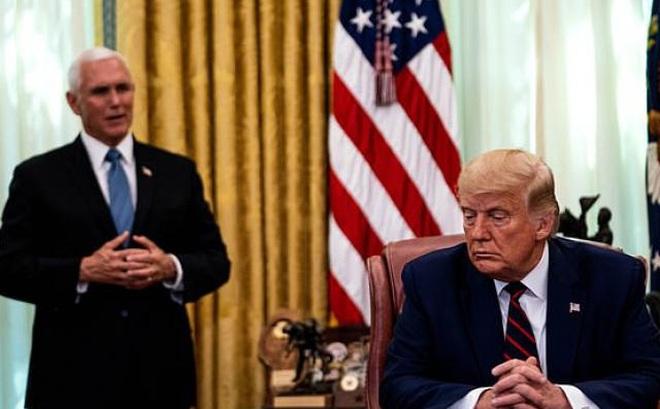 """Ông Trump và Phó tướng Pence gặp nhau giữa tin đồn """"cạch mặt"""", phản ứng thế nào?"""