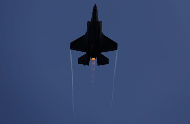 Syria bị tấn công tới tấp trong đêm, Mỹ kêu gọi nghiền nát liên minh Iran-Al Qaeda - Tàu chiến Nga vào Địa Trung Hải - Ảnh 1.