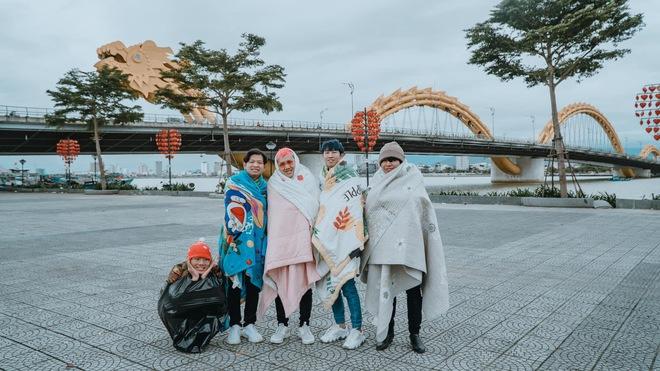 Không tin lời cảnh báo về thời tiết ở Đà Nẵng, nhóm bạn Sài thành phải quấn chăn chụp ảnh giữa cái rét tê tái - Ảnh 8.