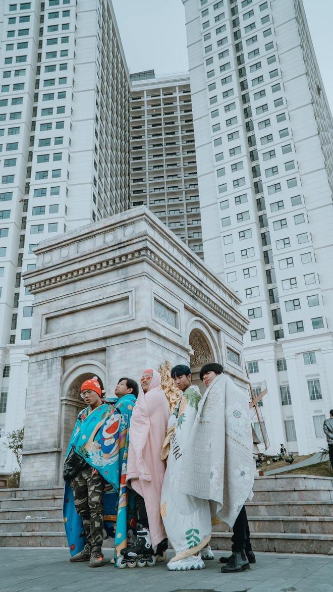 Không tin lời cảnh báo về thời tiết ở Đà Nẵng, nhóm bạn Sài thành phải quấn chăn chụp ảnh giữa cái rét tê tái - Ảnh 6.
