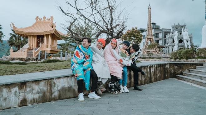 Không tin lời cảnh báo về thời tiết ở Đà Nẵng, nhóm bạn Sài thành phải quấn chăn chụp ảnh giữa cái rét tê tái - Ảnh 5.