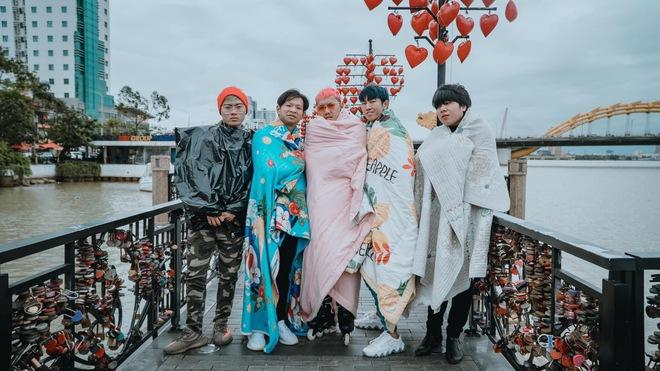 Không tin lời cảnh báo về thời tiết ở Đà Nẵng, nhóm bạn Sài thành phải quấn chăn chụp ảnh giữa cái rét tê tái - Ảnh 4.