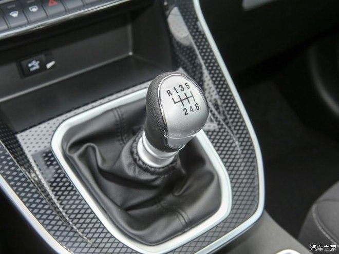 Nội thất vượt mong đợi của xe Trung Quốc giá rẻ 256 triệu đồng