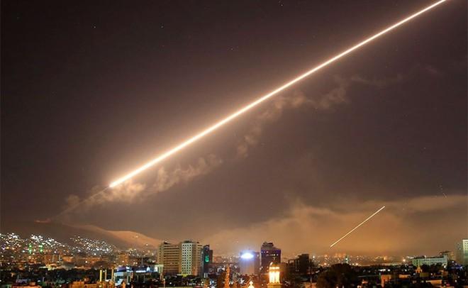 """Mỹ thò """"bàn tay Đen"""" tiếp sức Israel tấn công Syria, thương vong khủng khiếp: Lộ kế hoạch đánh phủ đầu Iran! - Ảnh 1."""