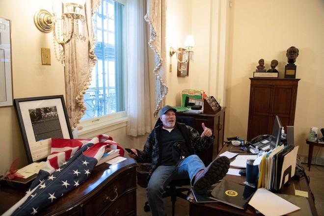 Người ủng hộ Tổng thống Trump sau ngày 6/1: Sụp đổ, bật khóc và mặc cảm t.ội l.ỗi - Ảnh 1.