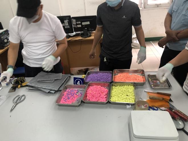 Hơn 31 kg ma túy trong các kiện hàng nhập khẩu gửi qua đường chuyển phát nhanh, bưu chính - Ảnh 3.