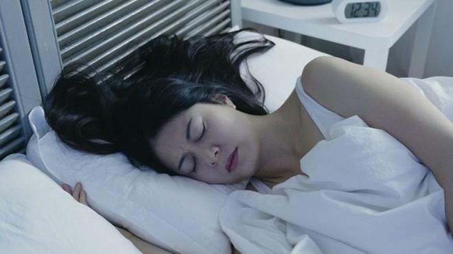 10 nguyên tắc cốt lõi về giấc ngủ: Nhiều người không biết nên rất khó để ngủ ngon - Ảnh 3.