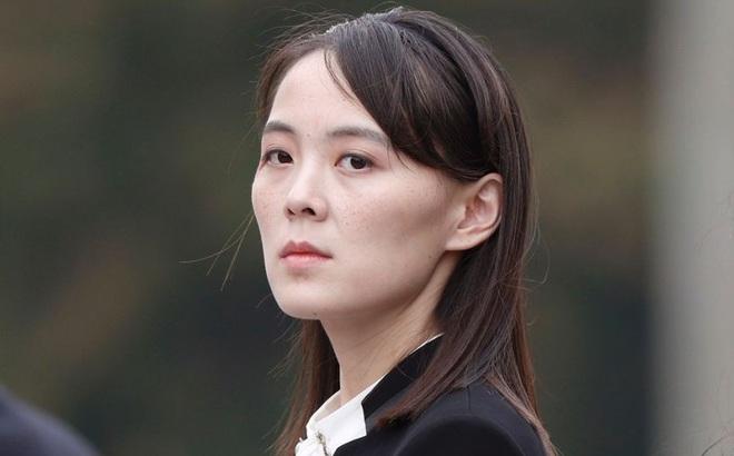 Em gái ông Kim Jong-un lần đầu lên tiếng sau khi bị rút tên khỏi Bộ Chính trị