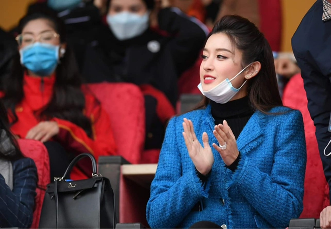 Huyền My nổi bật trên báo Thái sau khi tới sân Hàng Đẫy cổ vũ bóng đá - Ảnh 5.