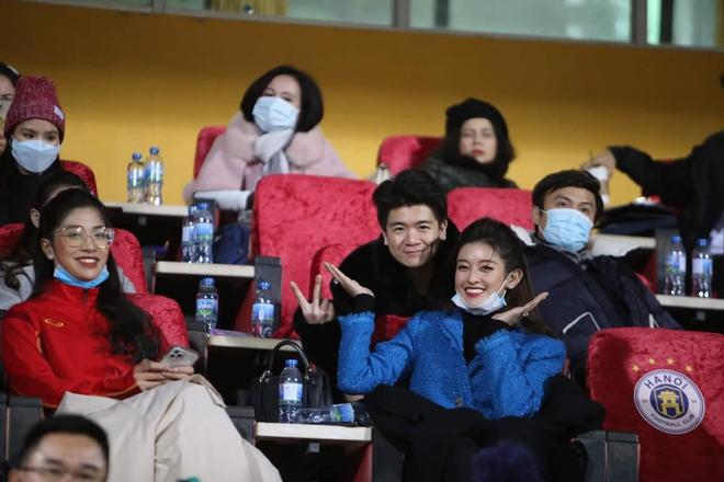 Huyền My nổi bật trên báo Thái sau khi tới sân Hàng Đẫy cổ vũ bóng đá - Ảnh 6.
