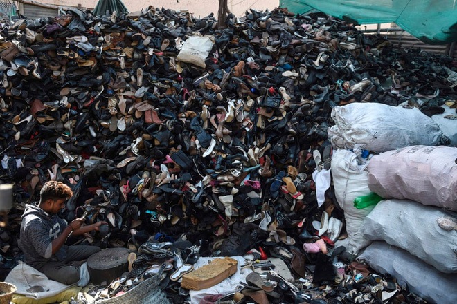 24h qua ảnh: Công nhân phơi khô vải tại xưởng nhuộm - Ảnh 5.