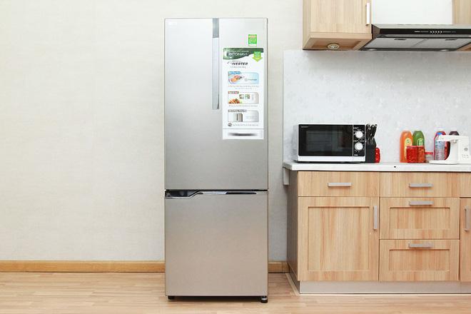 Tủ lạnh ồ ạt bán rẻ cuối năm, loạt sản phẩm dung tích lớn, giá rẻ mua về dùng Tết - Ảnh 1.
