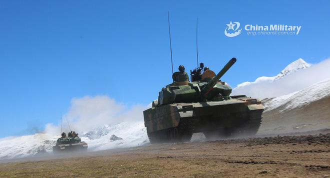 Xe tăng Nga-Trung Quốc đối đầu trên đỉnh Ladakh, cái kết ê chề cho Bắc Kinh - Ảnh 1.