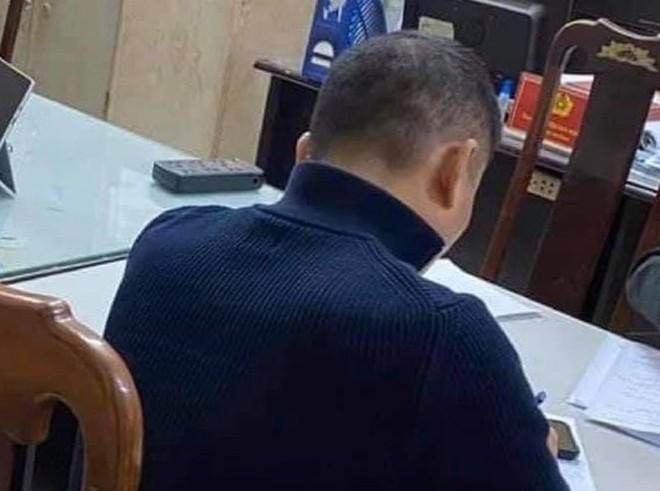 Vụ tài xế lên gối đánh người tới tấp tại ngã tư ở Hà Nội: Nạn nhân thừa nhận chửi tài xế trước - Ảnh 1.