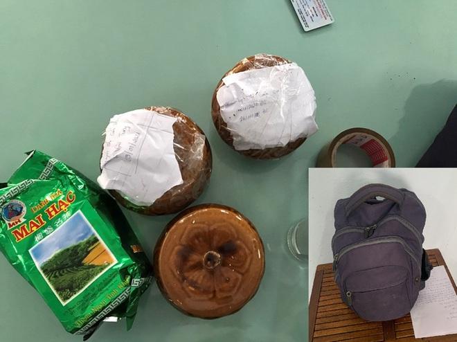 Đà Nẵng: Hai hũ gốm nghi đựng tro cốt bị bỏ quên tại quán ăn ven đường - Ảnh 1.