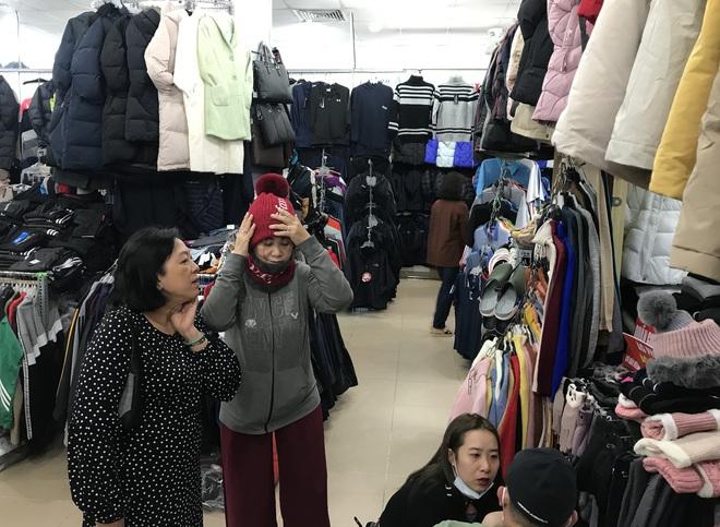 Chợ Nga ở Sài Gòn bán gì mà ế ẩm cả năm qua, nay tiểu thương mới bắt đầu vui trở lại? - Ảnh 1.