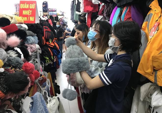 Chợ Nga ở Sài Gòn bán gì mà ế ẩm cả năm qua, nay tiểu thương mới bắt đầu vui trở lại? - Ảnh 3.