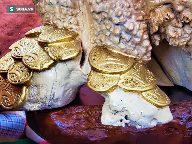 Ngắm bộ bàn ghế gỗ nu Cửu lân quần tụ nặng 4 tấn, dát vàng, giá 2,8 tỷ cho đại gia Việt - Ảnh 10.