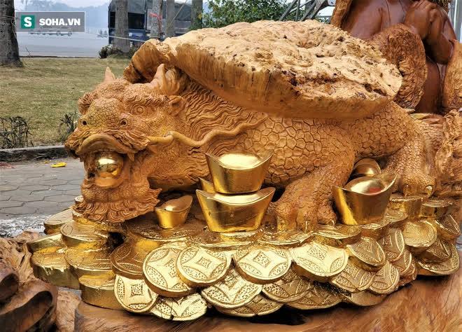 Ngắm bộ bàn ghế gỗ nu Cửu lân quần tụ nặng 4 tấn, dát vàng, giá 2,8 tỷ cho đại gia Việt - Ảnh 11.