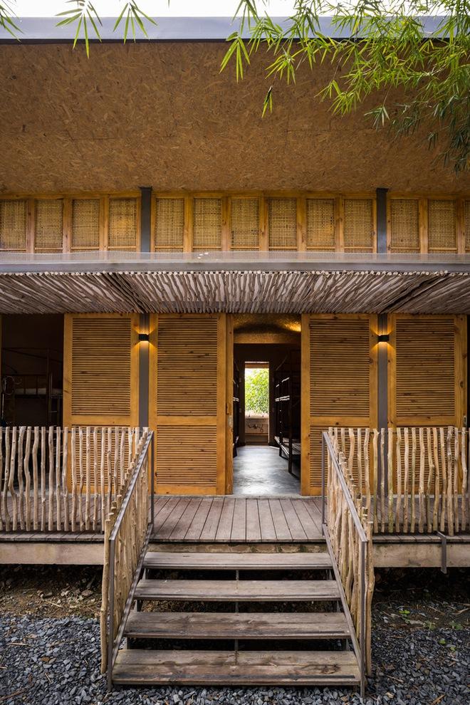 Ngôi nhà mái bằng trấu, vách vôi ở Đồng Nai nổi bật trên báo ngoại - Ảnh 3.