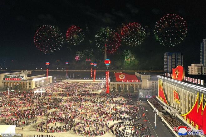 Ảnh: Triều Tiên bắn pháo hoa hoành tráng, đẹp mắt chào mừng Đại hội Đảng - Ảnh 1.
