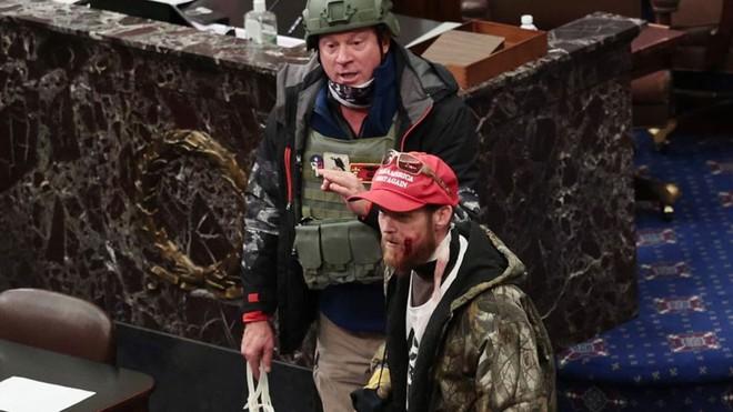 Bạo loạn ở Điện Capitol: Cựu quân nhân mang dây trói lùng bắt nghị sĩ, tuyên bố rợn người - ảnh 3