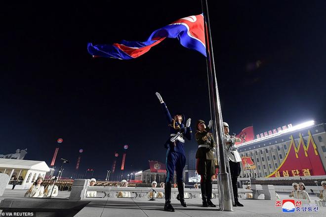 Ảnh: Triều Tiên bắn pháo hoa hoành tráng, đẹp mắt chào mừng Đại hội Đảng - Ảnh 11.