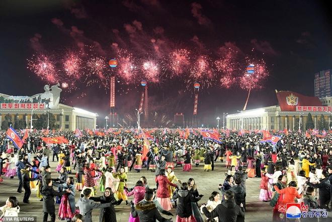 Ảnh: Triều Tiên bắn pháo hoa hoành tráng, đẹp mắt chào mừng Đại hội Đảng - Ảnh 3.