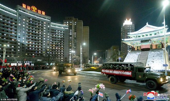 Ảnh: Triều Tiên bắn pháo hoa hoành tráng, đẹp mắt chào mừng Đại hội Đảng - Ảnh 7.