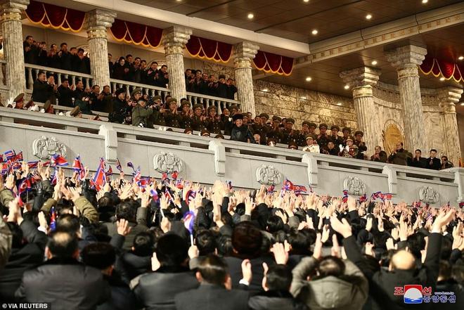 Ảnh: Triều Tiên bắn pháo hoa hoành tráng, đẹp mắt chào mừng Đại hội Đảng - Ảnh 9.