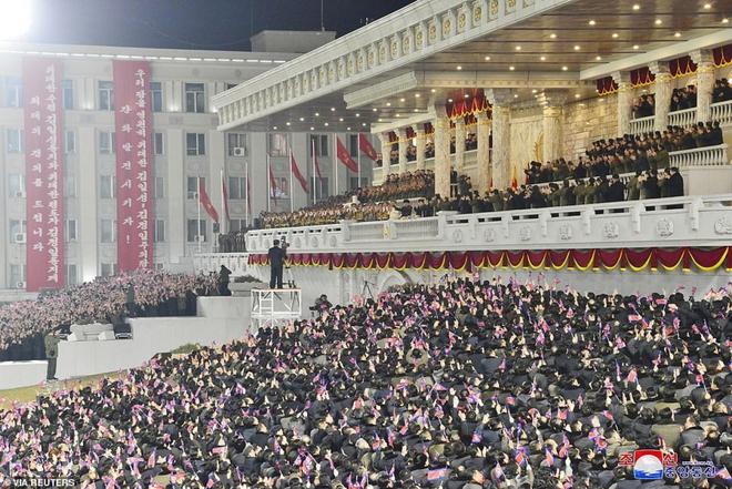 Ảnh: Triều Tiên bắn pháo hoa hoành tráng, đẹp mắt chào mừng Đại hội Đảng - Ảnh 10.