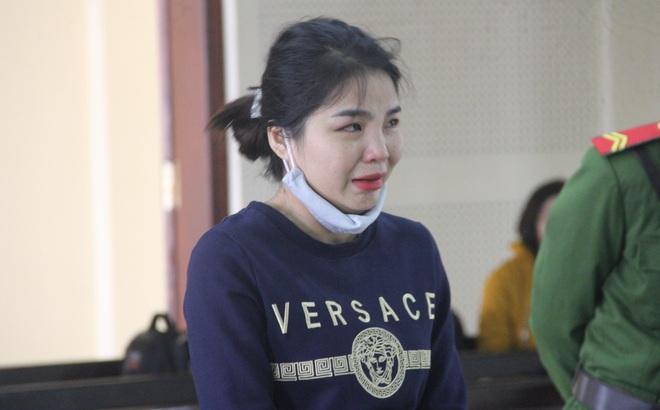 Hotgirl chuyển ma túy giúp người tình, bật khóc nức nở khi nhận án chung thân