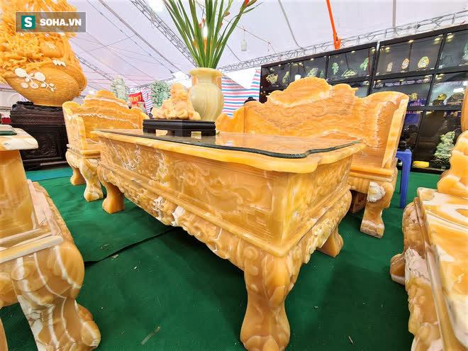 Choáng ngợp bộ bàn ghế ngọc Hoàng Long bán rẻ, giá gần tỷ đồng ở Hà Nội - Ảnh 2.