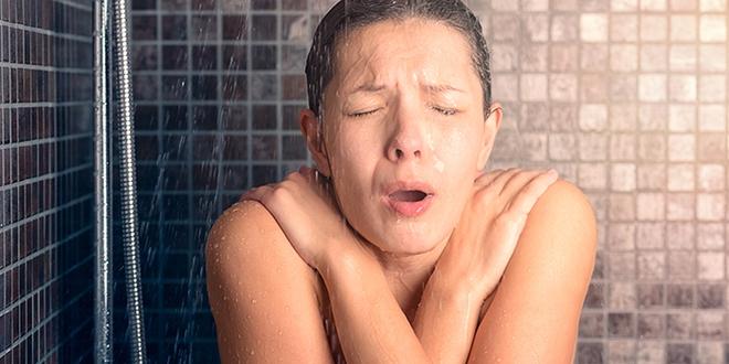 Muốn giảm nguy cơ đột quỵ, chớ coi thường chuyện tắm - Ảnh 1.
