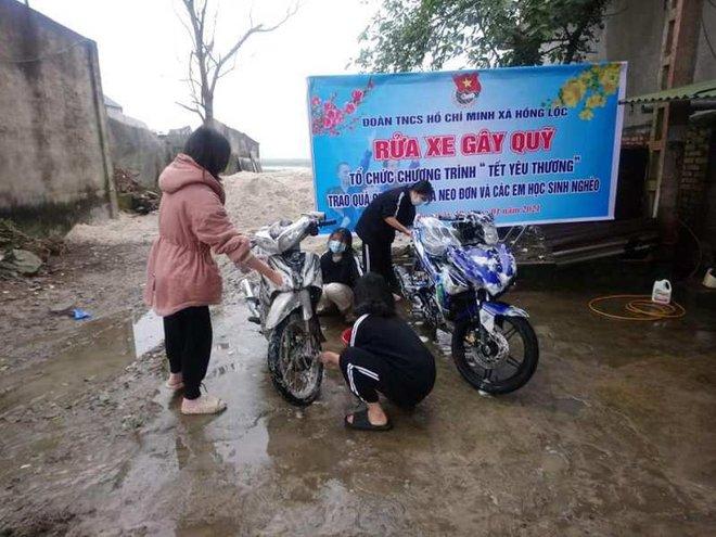 Thanh niên Hà Tĩnh rửa xe miễn phí quyên góp tiền tặng hộ nghèo ăn tết - ảnh 2