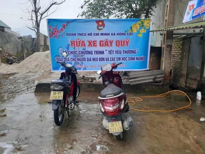 Thanh niên Hà Tĩnh rửa xe miễn phí quyên góp tiền tặng hộ nghèo ăn tết - ảnh 4
