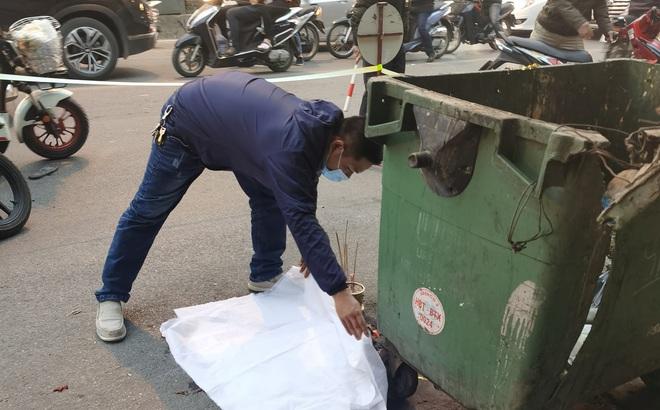 Phát hiện thai nhi trong túi nilon đen bỏ cạnh thùng rác giữa phố Hà Nội