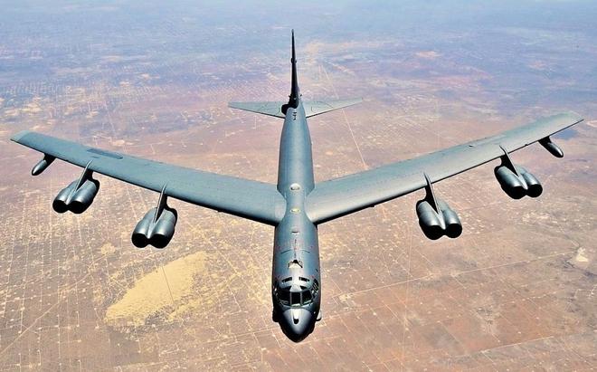 Chuyện hy hữu: Máy bay ném bom B-52H mất đuôi đứng và lái hướng vẫn hạ cánh an toàn - Ảnh 1.